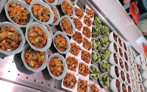 食堂自选餐制作